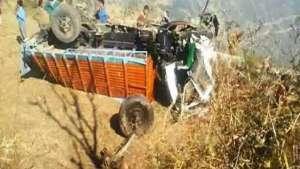 ट्रक दुर्घटना हुँदा दुईको मृत्यु, तीन जना घाइते