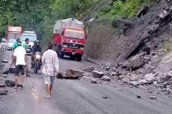 अवरूद्ध पासाङल्हामु राजमार्ग खुला