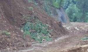 रोल्पाका दार्जनौ ग्रामीण सडक एक महिनादेखि अवरुद्ध