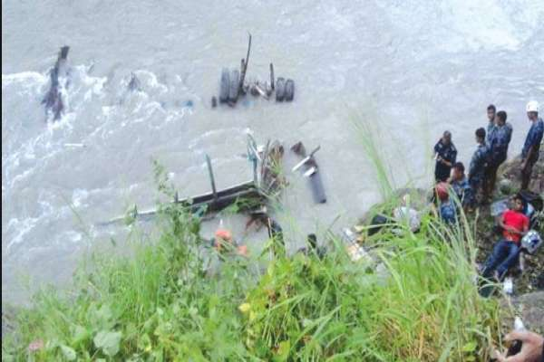 सर्लाहीबाट काठमाडौँ आउदै गरेको बस दुर्घटना : बसमा सवार यात्रुको नाम प्राप्त