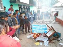 दिपायल तनावग्रस्त, प्रहरीद्वारा चार राउण्ड अश्रुग्याँस प्रहार, सिलगढीमा आगजनी