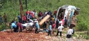 रामेछापमा बस दुर्घटना हुँदा ३ को मृत्यु, २० जना घाइते